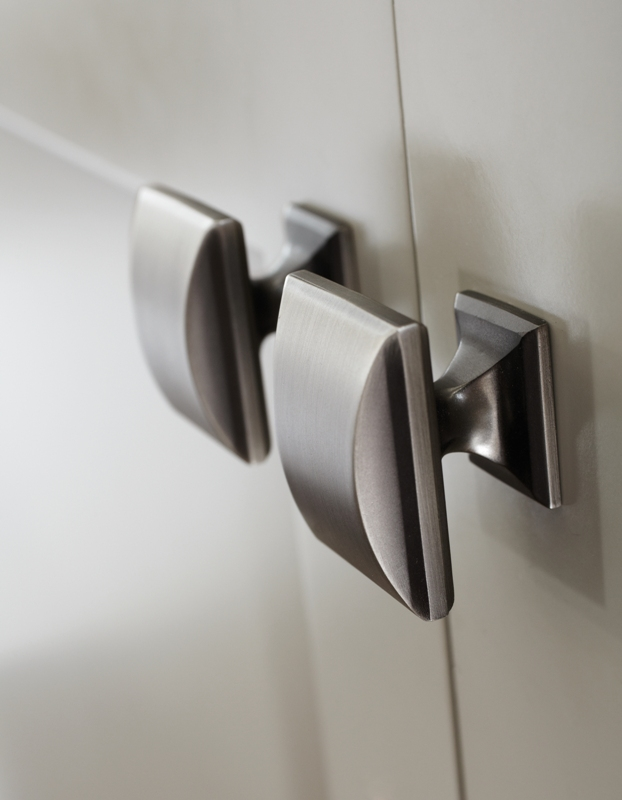 Get a Handle On It – Knob and Handle Choices Just Right For Your New Cabinetry
