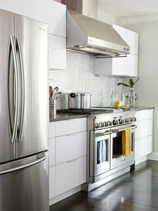 Whte cabinetry modern kitchen w stephens cabinetry and for Bathroom remodel 41017