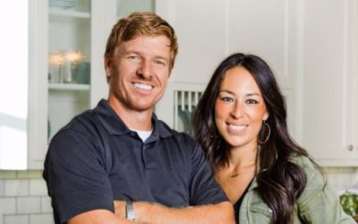 How to Make a Small Bathroom Seem Larger by Joanna Gaines of Fixer Upper…